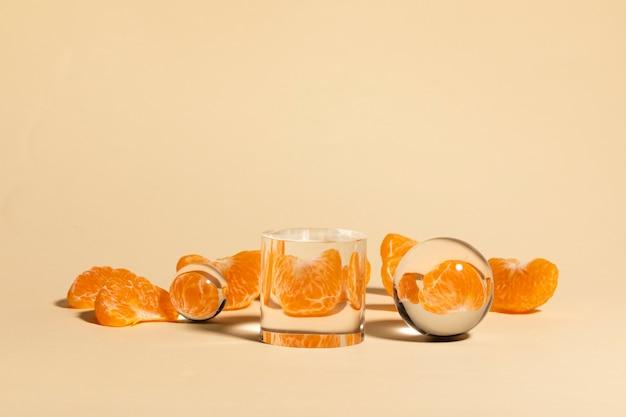 Laranja de frutas frescas e beber água
