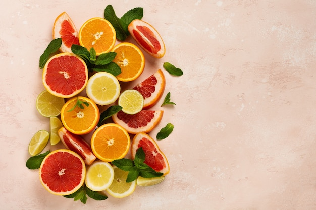 Laranja, limão, toranja, tangerina e lima