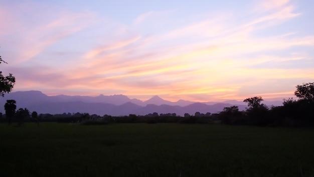Laranja pôr do sol no western ghats