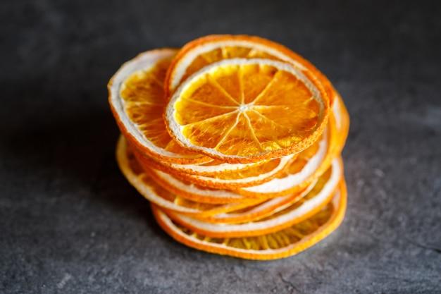 Laranjas naturais secas frutas cristalizadas fatiadas cítricas
