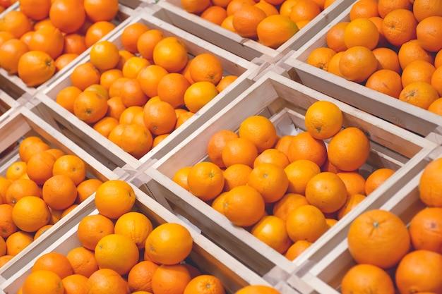 Laranjas no mercado de fundo laranjas frescas para suco