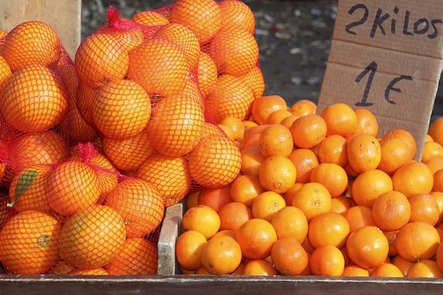 Laranjas tangerina no mercado mediterrânico