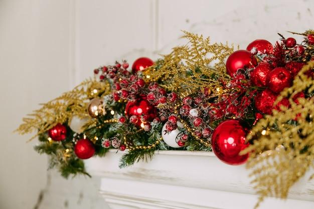 Lareira com decoração de natal