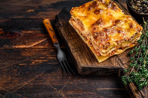 Lasanha italiana com molho à bolonhesa e carne moída de carne bovina