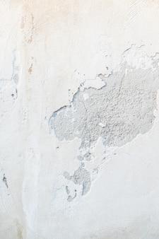 Lascando a parede de tinta