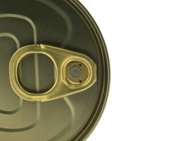 Lata de lata no fundo branco isolado