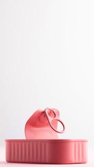 Lata de lata rosa aberta de vista frontal com espaço de cópia