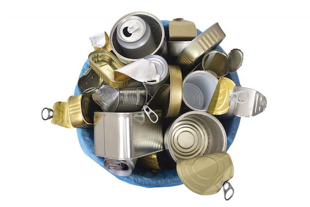 Lata de lixo (lata comida e bebida) cheia de latas em branco