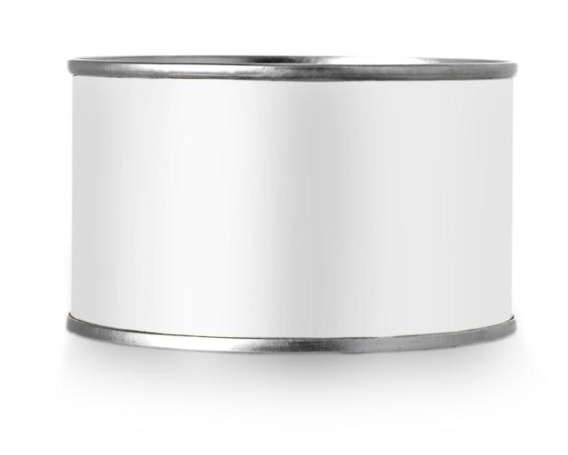 Lata de metal prateado com etiqueta branca isolada no fundo branco.