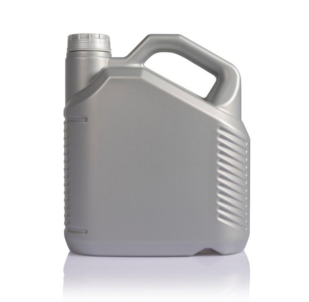 Lata de óleo diesel cinza sobre fundo branco