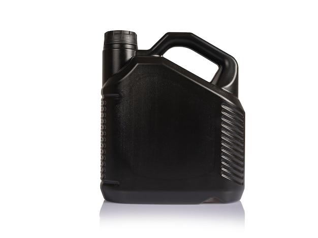 Lata de óleo diesel preta em um fundo branco