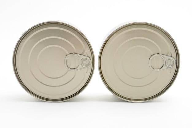 Latas de metal de comida pronta em lata isoladas