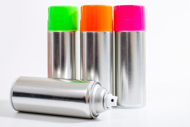 Latas de spray de prata
