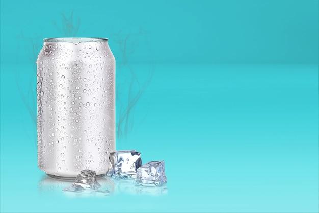 Latas e cubos de gelo