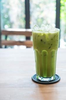 Latte de chá verde gelado