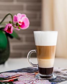 Latte macchiato café preto leite espresso espuma de leite