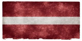 Latvia bandeira do grunge antigo