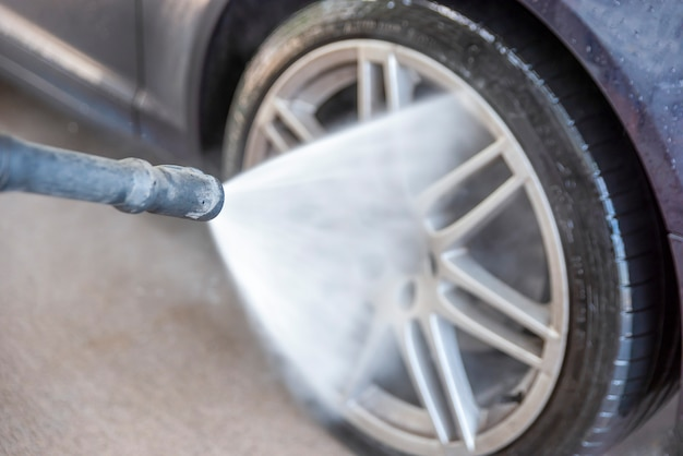 Lavagem de carros com água sob pressão anúncio de lavagem de carros de autosserviço com espaço para espaço de cópia ou p ...