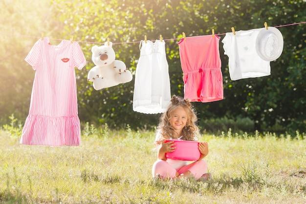 Lavagem de menina bonitinha