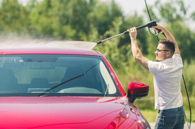 Lavagem manual do carro