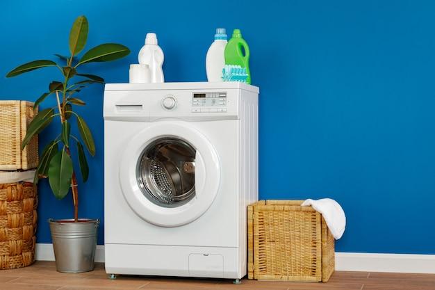 Lavandaria. feche acima da máquina de lavar roupa