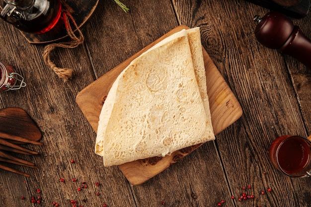 Lavash de pão sírio armênio dobrado