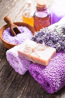 Lavender spa - óleo essencial, sal marinho, toalhas violeta e sabonete artesanal