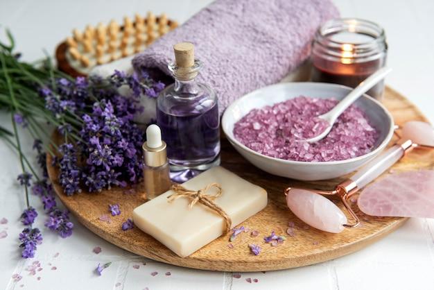 Lavender spa, óleos essenciais, toalhas de sal marinho e sabonete artesanal