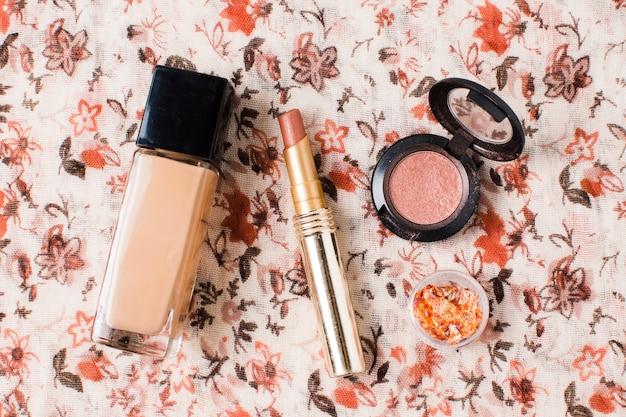 Lay out de maquiagem básica cosméticos