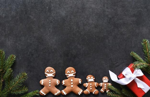 Layout de ano novo com espaço para texto. fundo de natal com abeto de gengibre e presentes.