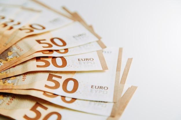 Layout de dinheiro em branco flatley. conta de papel-moeda na europa. notas de 50 euros.