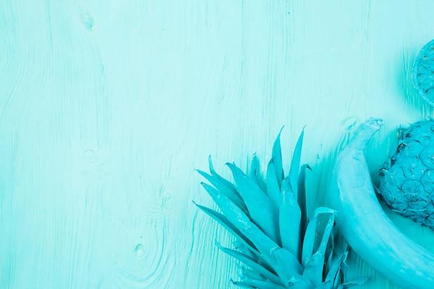 Layout de frutas tropicais azuis