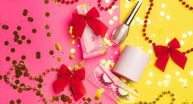 Layout de maquiagem brilhante. indústria da moda. cosmetology. fundo brilhante maquiagem brilhante