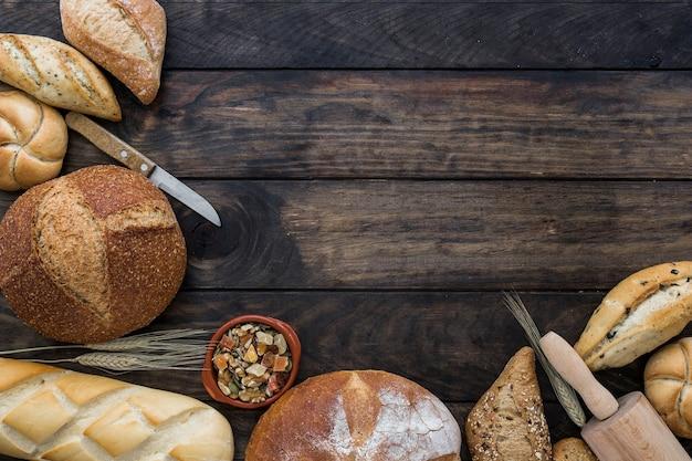 Layout de padaria na mesa de madeira