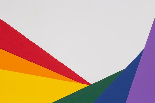 Layout de papel da bandeira de cores lgbt no fundo branco cores do arco-íris da comunidade do orgulho