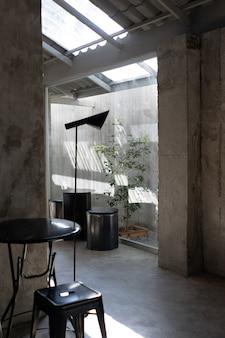 Layout em estilo loft no interior de cores escuras