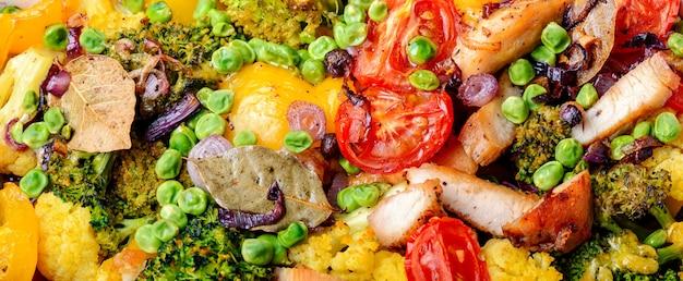 Legumes assados com peito de frango