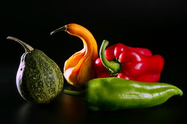 Legumes coloridos ainda em preto