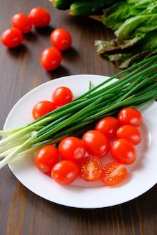 Legumes do jardim, produtos orgânicos, vegetarianismo. canning para o inverno, colheita. vida familiar.
