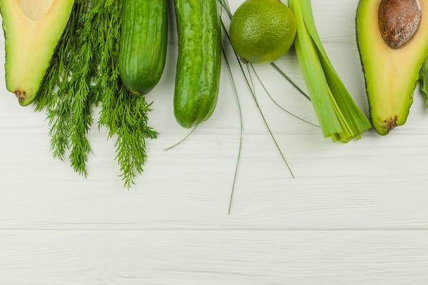 Legumes e ervas verdes