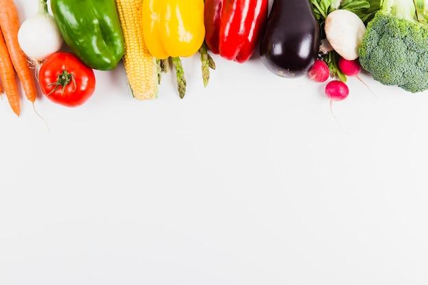 Legumes e espaço no fundo