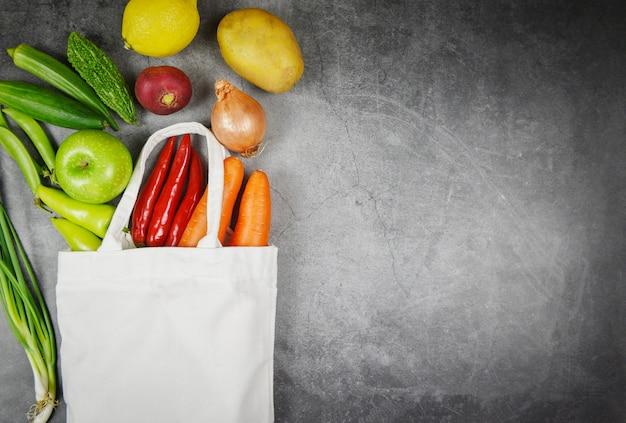 Legumes e frutas em saco de algodão ecológico