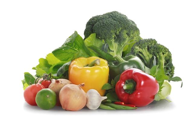 Legumes em fundo branco