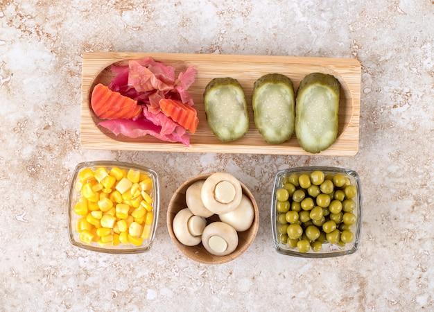 Legumes frescos e em conserva agrupados