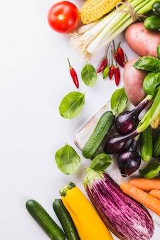 Legumes frescos e ervas
