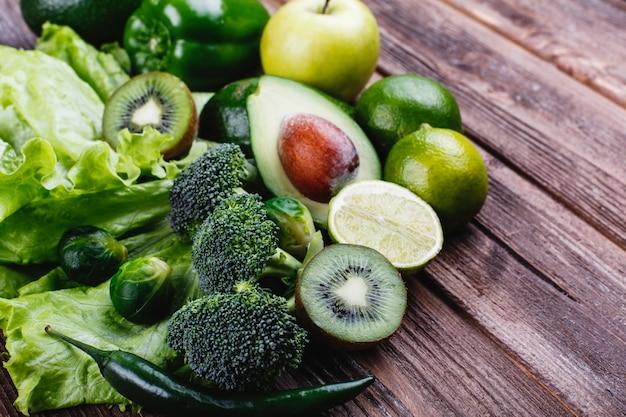 Legumes frescos, frutas e hortaliças. vida saudável e comida.