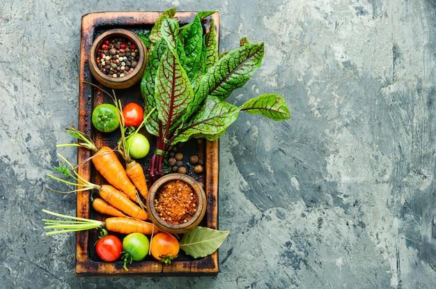 Legumes frescos para salada