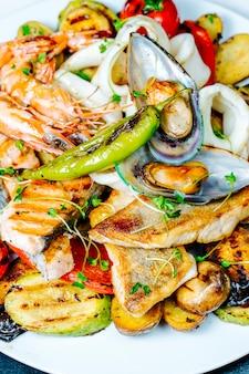 Legumes fritos com ostras e camarões