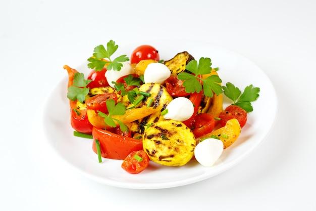 Legumes grelhados com queijo mussarela