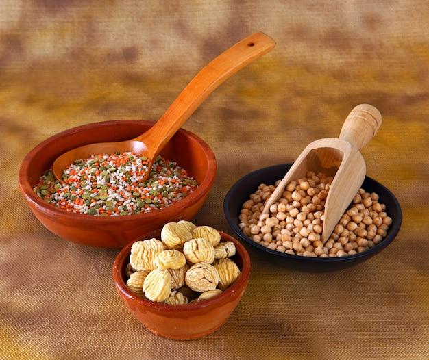 Legumes misturados na tigela